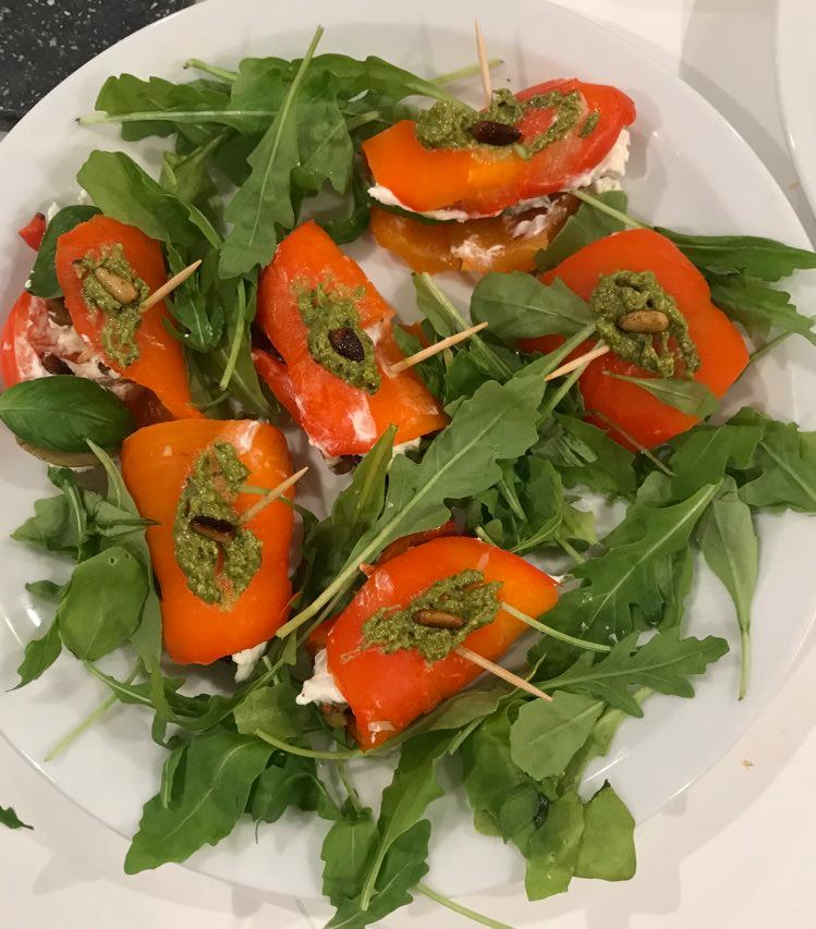 Paprikarolletjes gevuld met feta en olijven